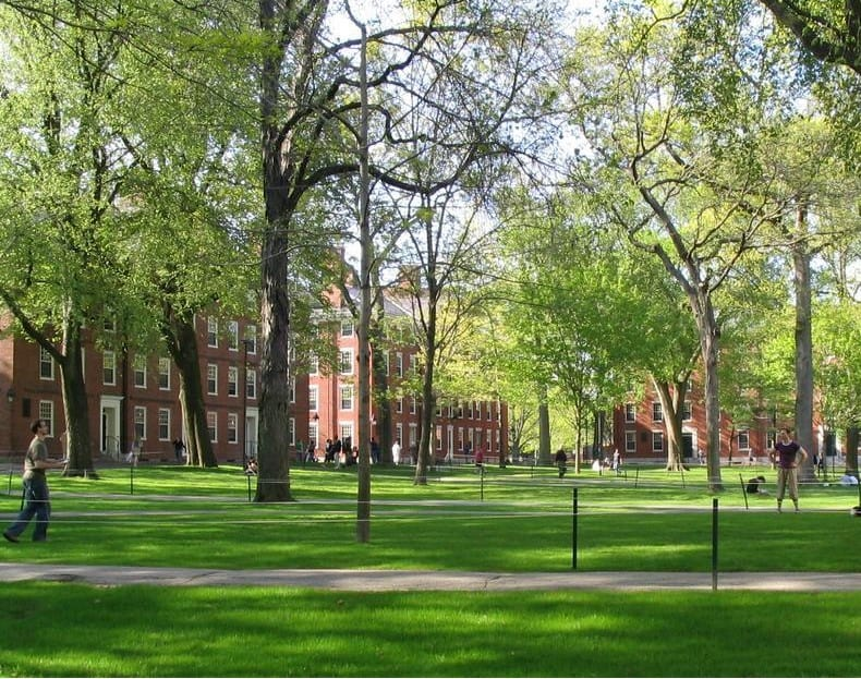 Best_Tuirtion_Free_Colleges_Harvard